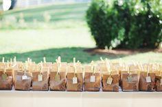 Kraft paper bag with wooden pegs - great idea for wedding favors! Handmade Wedding, Diy Wedding, Rustic Wedding, Dream Wedding, Wedding Ideas, Edible Wedding Favors, Wedding Desserts, Party Favors, Wedding Decorations