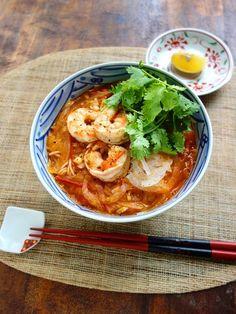 トムヤムそうめん by Y's 「写真がきれい」×「つくりやすい」×「美味しい」お料理と出会えるレシピサイト「Nadia | ナディア」プロの料理を無料で検索。実用的な節約簡単レシピからおもてなしレシピまで。有名レシピブロガーの料理動画も満載!お気に入りのレシピが保存できるSNS。 Fusion Food, Asian Recipes, Healthy Recipes, Ethnic Recipes, High Carb Diet, Healthy Plate, Asian Cooking, Light Recipes, Food Menu