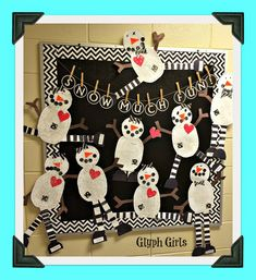 It's FREEZING COLD here in Alabama, so much so that we even had a delayed start on Thursday morning, but NO snow yet! Now I know our neighb. Winter Bulletin Boards, Preschool Bulletin Boards, Art Classroom, Infant Classroom, Classroom Ideas, Preschool Decor, Preschool Arts And Crafts, Snowmen At Night, School Art Projects