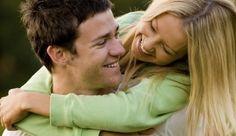 ما هو سبب البرود الجنسى   بعض النساء يجهلن الكثير من الحقائق عن التغيرات والتفاعلات الفسيولوجية التي تحدث لهن أثناء العلاقة الجنسية حتى بعد سنوات من الزواج الأمر الذي يجعل بعض الأزواج يفسر الاستجابة عند الزوجة خطأ بأنها تعاني من البرود الجنسي. من المهم أن يتم شرح التغيرات الفسيولوجية المصاحبة للجماع ضمن برامج التوعية والتثقيف الجنسي سواء للمقبلات على الزواج أو حتى لمن مضى على زواجهن سنوات طويلة لتحسين العلاقة الحميمة. الحالة: السيدة ن.ظ متزوجة منذ سنتين من رجل يماثلها في العمر محب ومرح وحسب…