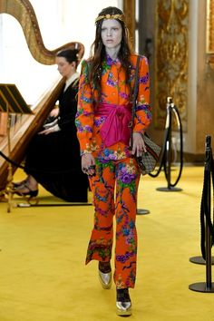 See all the Collection photos from Gucci Spring/Summer 2018 Resort now on British Vogue Catwalk Fashion, Gucci Fashion, Fashion 2018, Fashion Week, Spring Fashion, High Fashion, Fashion Trends, Couture Mode, Style Couture