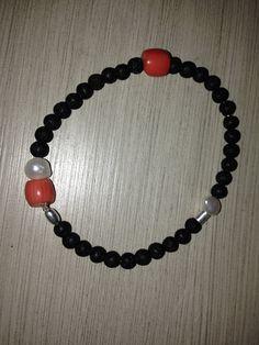 Pulsera de lava, coral, perlas y plata Coral, Lava, Beaded Bracelets, Jewelry, Gems, Bangle Bracelets, Jewlery, Jewerly, Pearl Bracelets
