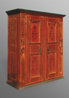 Armoire alsacienne contemporaine, motifs Renaissance, 2 portes avec pentures…