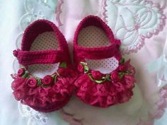 Most Beautiful And Stylish Baby Girls Fancy Shoes Collection Crochet Baby Shoes, Crochet Baby Booties, Crochet Slippers, Cute Baby Shoes, Baby Girl Shoes, Stylish Baby Girls, Baby Sandals, Doll Shoes, Baby Crafts