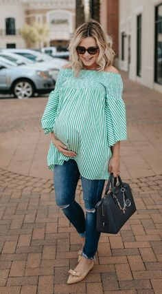 Nowadays, pregnancy is no longer a hindrance for women to still look good and fabulous. There are already a lot of maternity clothes stores out there that offer stylish and trendy outfit for pregna… Cute Maternity Outfits, Stylish Maternity, Maternity Jeans, Maternity Fashion, Maternity Dresses, Maternity Style, Stylish Pregnancy, Pregnancy Fashion, Pregnancy Looks