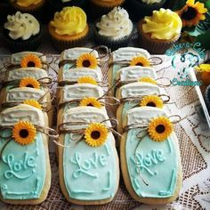 Mason jar cookies with Royal icing and candied sunflowers. Iced Mason jar cookies with Royal icing and candied sunflowers.,Iced Mason jar cookies with Royal icing and candied sunflowers. Sunflower Party, Sunflower Baby Showers, Sunflower Cookies, Sunflower Wedding Cupcakes, Sunflower Flower, Rustic Wedding, Our Wedding, Dream Wedding, Elegant Wedding
