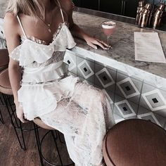 Woman All White Outfits Passion For Fashion, Love Fashion, Fashion Outfits, Womens Fashion, Woman Outfits, 90s Fashion, Girl Fashion, Pnina Tornai, All White Outfit