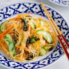 Japanese Glass Noodle Salad (Harusame Salad) is light, refreshing, low calorie and so flavorful with a savory and tangy sesame soy vinaigrette. Japanese Salad, Japanese Food, Japanese Noodles, Japanese Recipes, Japanese Potato, Japanese Curry, Okra, Tsukemono, Japanese Appetizers