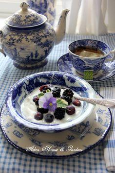 Aiken House & Gardens: Blue & White Transferware Tea and Garden