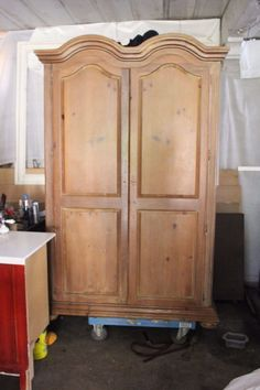 GORGEOUS Hand Carved Vintage Victorian Large Armoire Wardrobe TV Cabinet