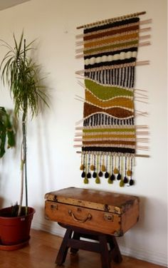 Maria Elena Sotomayor Use thin reeds to weave between cours Weaving Textiles, Weaving Art, Weaving Patterns, Tapestry Weaving, Loom Weaving, Hand Weaving, Weaving Wall Hanging, Tapestry Wall Hanging, Weaving Projects