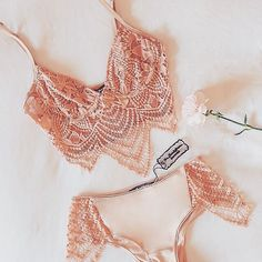Blushing Saturdays in the Snapdragon set #forloveandlemons #downtoyourSKIVVIES