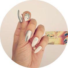 silver_n_white_rhombus_pierced_nails