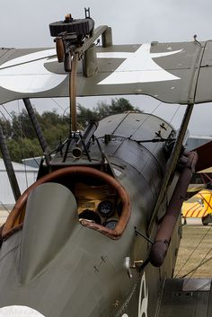 RAF : Le Royal Aircraft Factory était un avion de chasse biplan… Fighter Aircraft, Fighter Jets, Old Planes, Vintage Airplanes, Buggy, World War One, War Machine, Machine Guns, Military Aircraft