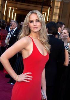 Jennifer Lawrence working it with a red dress! Jennifer Lawrence Body, Gorgeous Women, Beautiful People, Jennifer Laurence, Hollywood, Beautiful Actresses, Girl Crushes, Beauty Women, Celebs