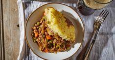 Barna sörös, karamellizált hagymás pásztorpite recept   Street Kitchen Food 52, Food And Drink, Ethnic Recipes, Lasagna