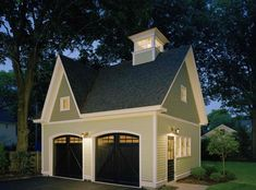 20 Traditional Architecture Inspired Detached Garages A garage is a must to any home, especially those who have cars or automobiles. There are those who opted for a detached garage, because it has its Garage House, Carriage House Garage, Dream Garage, Garage Room, Garage Office, Garage Studio, Detached Garage Designs, Garage Door Design, Detached Garage Plans