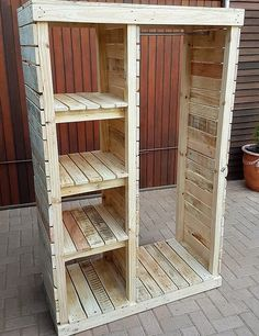 Pallet Furniture Projects Keeping in mind the ideas we have gathered here, whoever starts reshaping the wooden pallets will end up in awesome accomplishments which every visitor will praise. Either a person wants to decorate…More Wooden Pallet Projects, Wooden Pallet Furniture, Wooden Pallets, Wooden Diy, Diy Projects, Project Ideas, Diy Furniture With Pallets, Outdoor Projects, Palette Projects