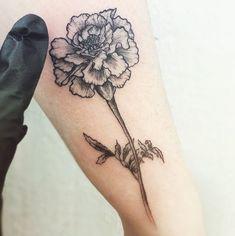 Tattoo frauen oberschenkel schlange 51 Ideas for 2019 Carnation Flower Tattoo, Birth Flower Tattoos, Flower Tattoo Meanings, Flower Tattoo Back, Tattoo Flowers, Foot Tattoos, Forearm Tattoos, Body Art Tattoos, Sleeve Tattoos