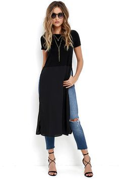 You'll be dodging paparazzi in no time in the Fame Game Black Maxi Top! Soft, jersey knit tee bodice with a crew neckline and short sleeves, meets long panels of woven poly fabric with high side slits. Chic Outfits, Fashion Outfits, Womens Fashion, Look Fashion, Autumn Fashion, Kurti With Jeans, Dress Over Pants, Maxi Shirts, Mode Jeans