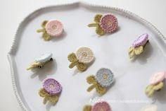 mieです。 ohanaブローチ、満開です♡(笑) 山櫻様へは、ふんわりカラーを揃えてお届け予定です。 ちっちゃなブロー... Beaded Brooch, Crochet Earrings, Brooches Handmade, Needle Felting, Diy And Crafts, Stud Earrings, Knitting, Cute, Jewelry