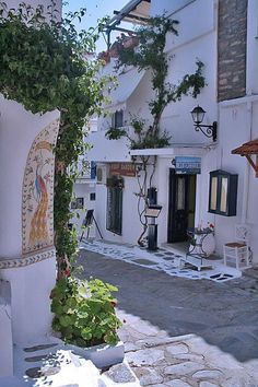 "Skiathos island, Greece #skiathos #greece ... Η ""κοσμοπολίτισσα του Βορρά"": Το νησί με τα ρόδινα ακρογιάλια και το ένα (και μοναδικό) χωριό!"