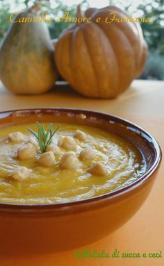 Vellutata di zucca e ceci al profumo di rosmarino - Cream of pumpkin and chickpeas with rosemary Veggie Recipes, Soup Recipes, Cooking Recipes, Healthy Recipes, My Favorite Food, Favorite Recipes, Comida Latina, Daily Meals, Food Humor