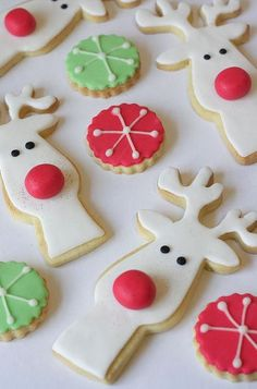 Stunning Christmas Cookie Designs Rudolf the red-nosed reindeer, had a very edible nose. Pin it to Save it!Rudolf the red-nosed reindeer, had a very edible nose. Pin it to Save it! Christmas Sugar Cookies, Christmas Sweets, Christmas Cooking, Noel Christmas, Holiday Cookies, Holiday Treats, Reindeer Cookies, Reindeer Christmas, Reindeer Head