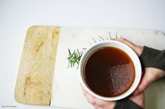 Bone Broth: How to make it and why you should | http://www.thekitcheneer.com/2016/01/23/bone-broth-how-to-make-it-and-why-you-should/