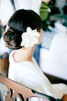 Flower in Bun Bridal Hair Ideas | photography by http://connielyu.com/