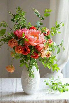 23 Ideas Flowers Bouquet Gift Floral Arrangements Spring For 2019 Amazing Flowers, Silk Flowers, Beautiful Flowers, Fresh Flowers, Flower Arrangements Simple, Flower Vases, Spring Bouquet, Spring Flowers, Flowers Garden