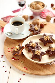 Estrellas de mazapán con chocolate y nueces