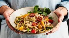 NUUDELEITA broilerin paistia – Google-haku Kung Pao Chicken, Spaghetti, Ethnic Recipes, Food, Google, Essen, Meals, Yemek, Noodle