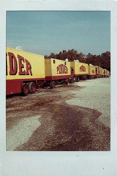Pinder Tuile Canal, Circus Circus, Vintage Trucks, Classic Trucks, Transportation, French, Caravan, Animaux, Classic Pickup Trucks