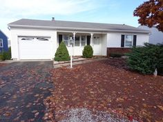 Adult Community,Detached, Detached - Toms River, NJ EXPANDED SUSSEX W/2 BDRMS/LIVING RM/DINRM/DEN W/ACCESS TO GARAGE & BACK YARD.CLUB HOUSE/OUTDOOR POOL/ACTIVITIES.LOW HOA YEARLY FEE OF $168.00/LOW RE TAXES.CLOSE TO SHOPPING,DINING,MEDICAL FACILITIES,COMMUNITY HOSPITAL,DOCTORS,OCEAN CTY, MALL, TOMS RIVER BUS DEPOT,PLAZA MINI MALL,CLOSE TO GSPKWAY. SHORE BEACHES.