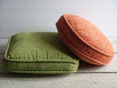 Vintage Pair of Throw Pillows ~ Green & Pink ~ Set of 2 Mid Century Sofa Couch Living Room Retro Decor by RetrOAmyO on Etsy