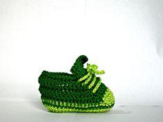 green baby booties crochet for little girls by IlmondodiTabitha