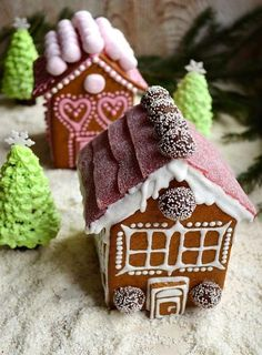 Christmas Gingerbread Houses of Biscuits | Charmingly Cute Gingerbread House Ideas