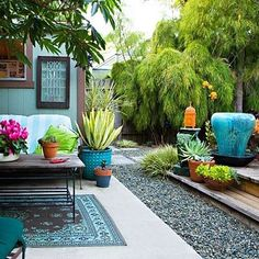 #KINKYPrettyPatio back yard-landscape-blue planters-outdoor rug. gives it a great pop of color