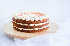 SUGARTOWN: Kokosový dort s kardamomem a krémem z růžového grepu s kapkou růžové vody
