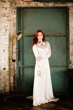 1940's original vintage wedding dress. Printed silk, long sleeve.