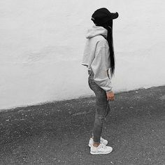 Cropped hoodie and cap online www.blackdope.de Cute Lazy Outfits, Casual Winter Outfits, Urban Outfits, Trendy Outfits, Cool Outfits, Skater Outfits, Tomboy Outfits, Daily Fashion, Trendy Fashion