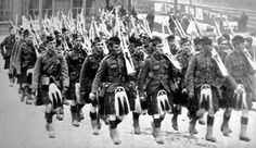 Some of the 500 men of the Gordon Highlander's returning to Kittybrewster Station, Aberdeen, having been hurriedly recalled from camp at Tain.
