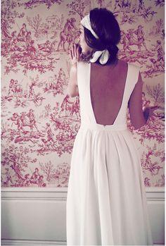 Une robe décolletée