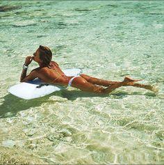 Alana Blanchard dando um tempo em águas claríssimas                                                                                                                                                                                 Mais
