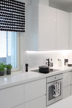 Beautiful White Kitchen Cabinet Design Ideas - carilynne news White Kitchen Cabinets, Kitchen Cabinet Design, Kitchen White, Country Kitchen, New Kitchen, Kitchen Decor, Kitchen Ideas, Kitchen Remodel Cost, Minimalist Kitchen