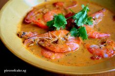 I am a big fan of spicy food (especially Thai) but have never cooked any that does not involve pre-mixed curry paste. Making my own curry pa. Prawn Recipes, Spicy Recipes, Asian Recipes, Gourmet Recipes, Healthy Recipes, Green Curry, Thai Red Curry, Curry Dishes, Fresh Coriander
