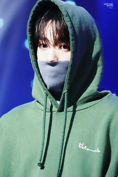 I just need this picture hanging on my wall, his eyes are so otherworldly - Jinwoo WINNER