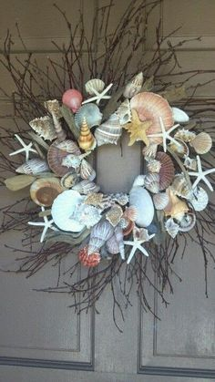 This would look great on the shutter in the living room. Gotta make this!!