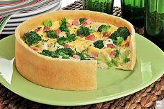 Torta de presunto, brócolis e queijos